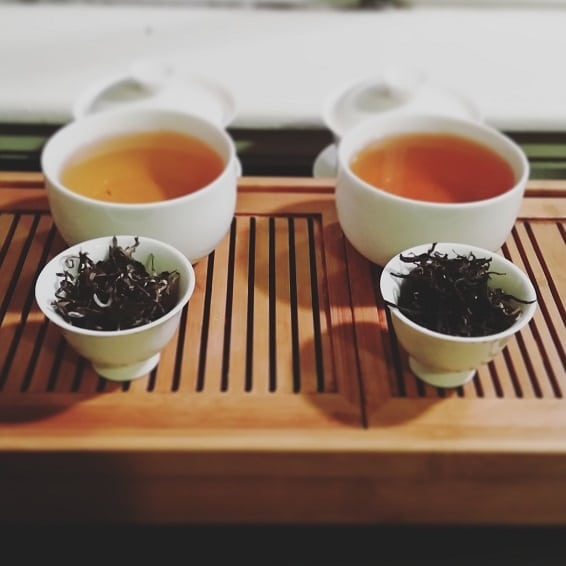 oolong and black tea brewed