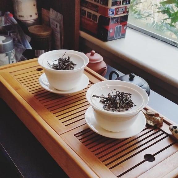 thai dark tea side by side
