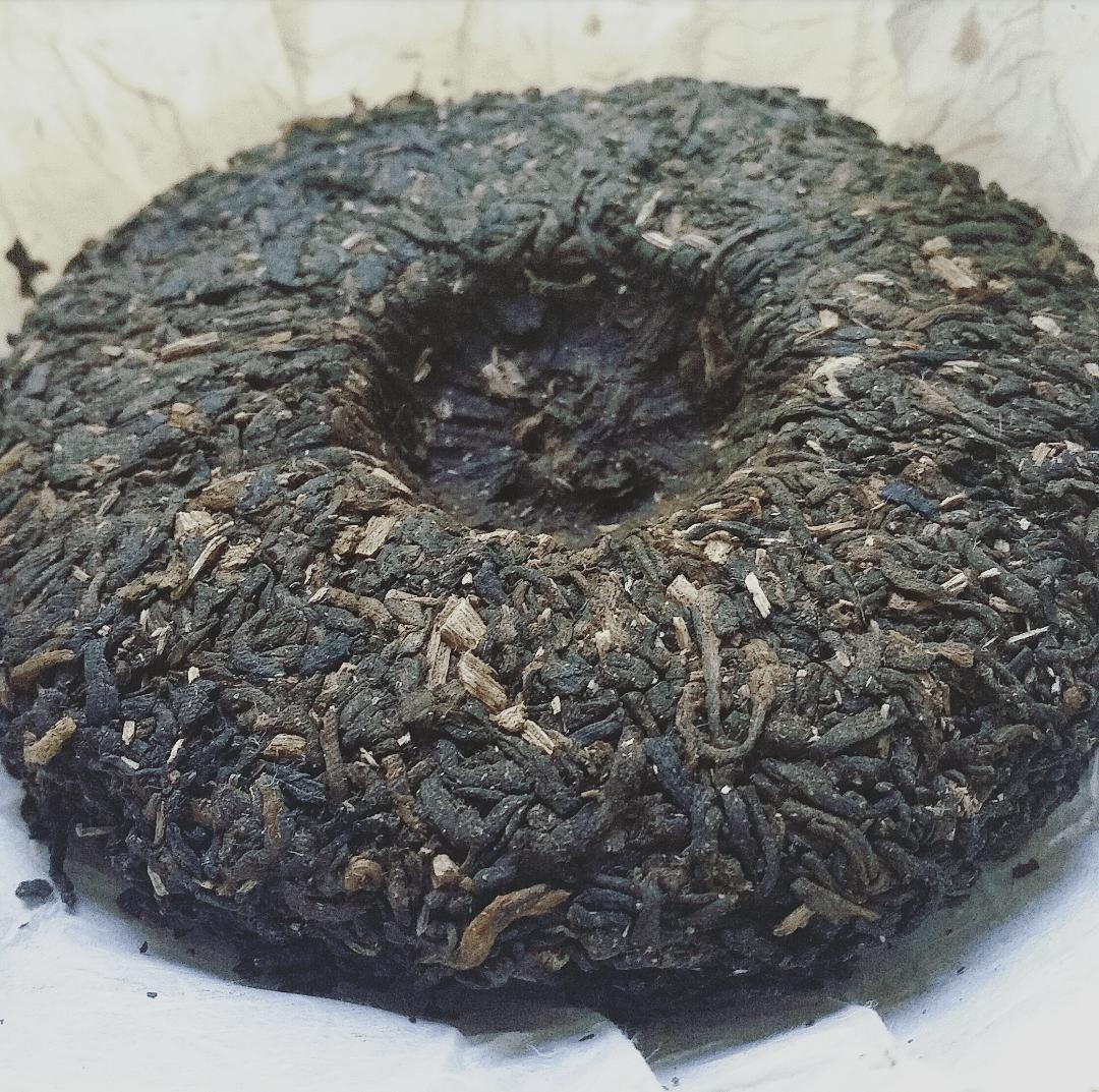 Agarwood puerh cake