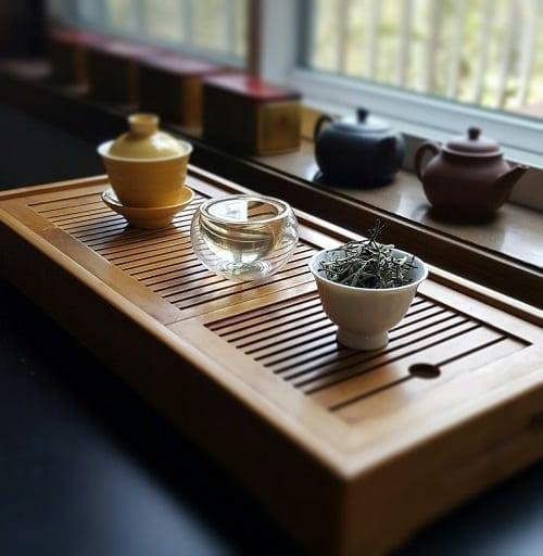 doke-silver-needle-tea-brewed
